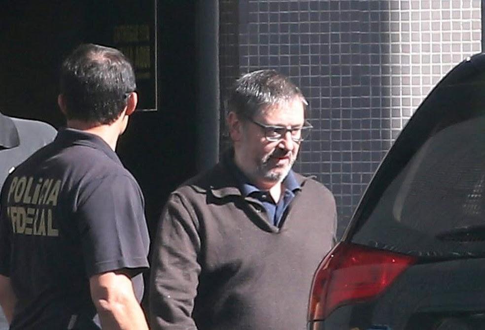 O ex-deputado Rodrigo Rocha Loures (PMDB-PR) deixa a carceragem da PF, em Brasília, para colocar tornozeleira eletrônica em Goiânia (Foto: André Dusek / Estadão Conteúdo)