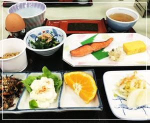一日のスタートは、御飯が進む和朝食。