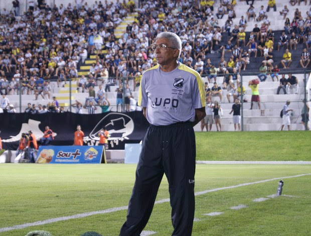 Givanildo Oliveira, técnico do ABC (Foto: Augusto Gomes)