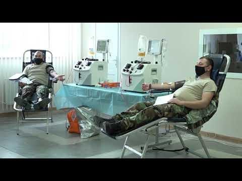 """Bunătate """"la litru"""": Sute de militari moldoveni au donat sânge pentru suplinirea rezervei de stat"""