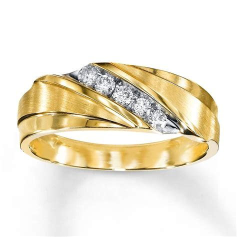 15 Photo of Men's Yellow Gold Wedding Bands With Diamonds