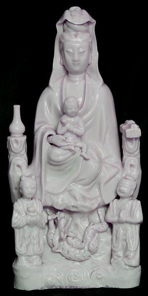 Madonna giapponese (con tanto di drago sotto i piedi).