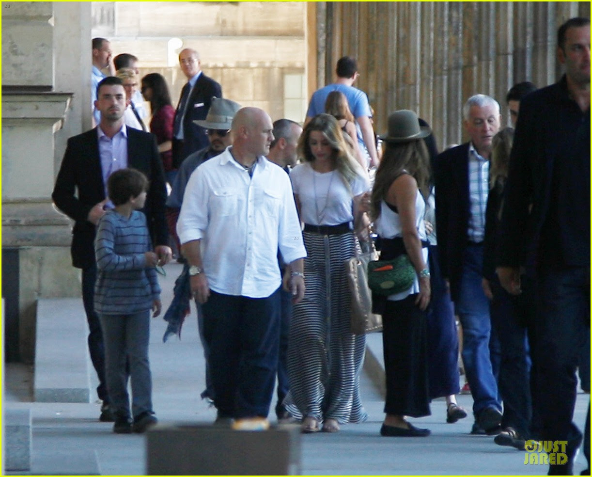 Johnny Depp Amber Heard Hold Hands At Neues Museum Photo 2912802