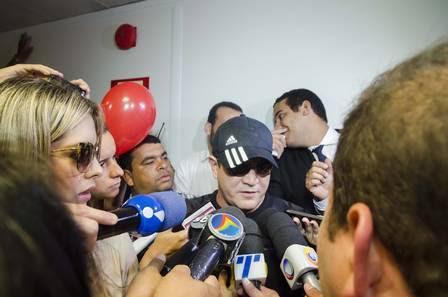 Chimbinha fala com a imprensa após assinatura do divórcio