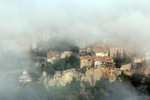 Cuenca, Patrimonio de la Humanidad. despierta entre nieblas