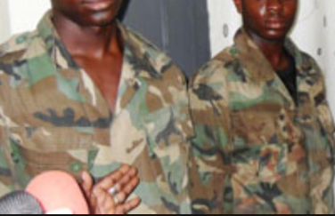 #NIGERIAVOTES: Thugs in Army uniform snatch ballot box in Imo.