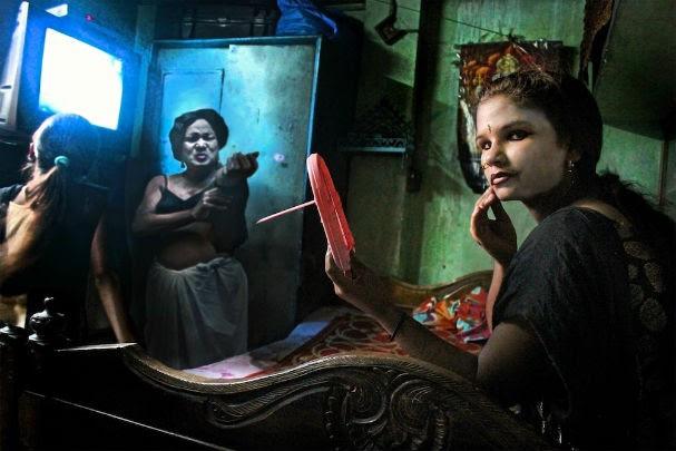 O fotógrafo clicou a realidade dessas garotas de forma abstrata para dar um olhar mais poético ao problema (Foto: Souvid Datta)