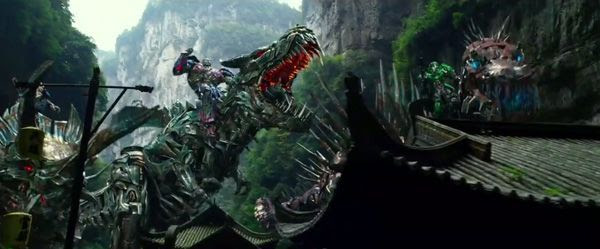 The Autobots and Dinobots prepare to battle the Decepticons in TRANSFORMERS: AGE OF EXTINCTION.