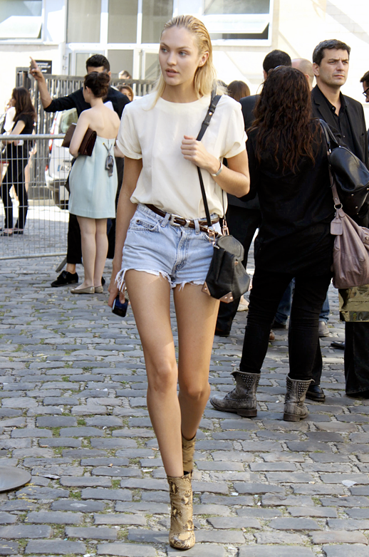 Candice Swanepoel STREET STYLE STYLE LOVELY IVORY CREEMOF WHITE SHIRT TOP DENIM JEAN CUT OFF SHORTS WESTERN SKINNY BELT ALEXANDER WANG MARION BAG SNAKESKIN PYTHON ANKLE BOOTS SUMMER LOOK INSPIRATION