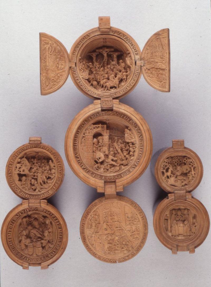 Castanhas de Oração do Século 16 primorosamente esculpidas 12