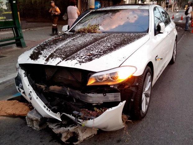 Acidente na região central de São José dos Campos1 (Foto: Eduardo Marcondes/TV Vanguarda)