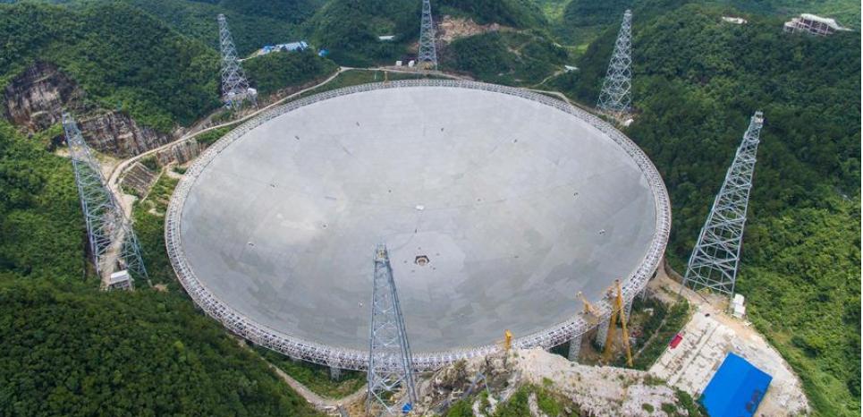 Avec 500 mètres d'ouverture, Fast est le plus grand radiotélescope du monde. © Xinhua/Liu Xu