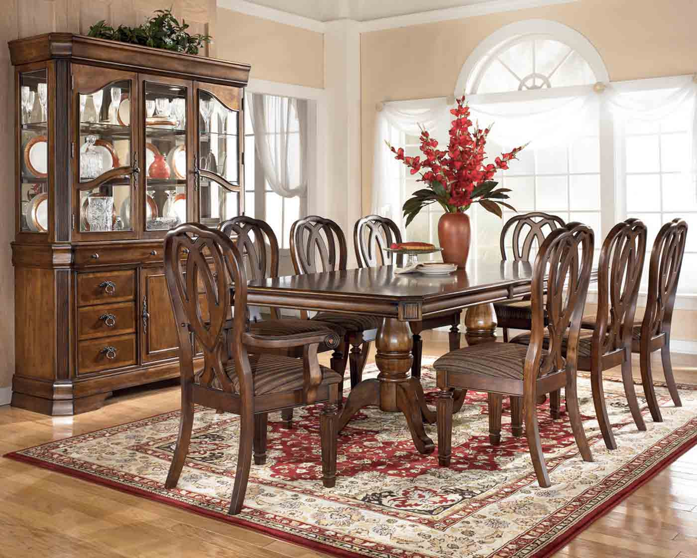 Traditional dining room decorating ideas - large and beautiful