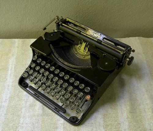 Triumph Klein-Schreibmaschine