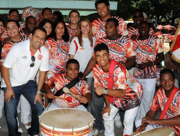 Patricia Amorim com a Bateria da Viradouro no Flamengo (Foto: Alexandre Vidal/Fla Imagem)