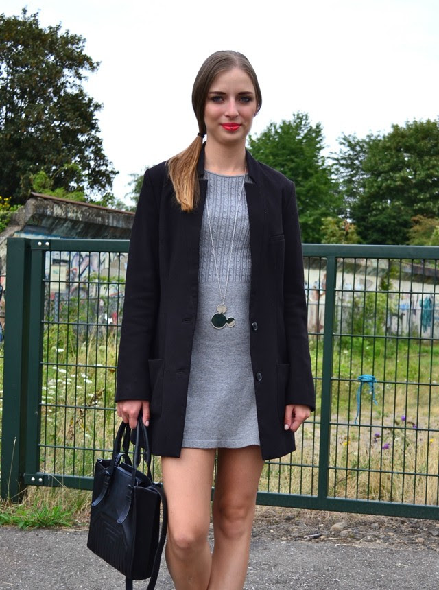 the sting dress h&m blazer coat sandals zara bag twice as nice disney jewelry necklace mickey mouse earrings silver red lipstick catrice fashion blogger outfit outfitpost turn it inside out belgium