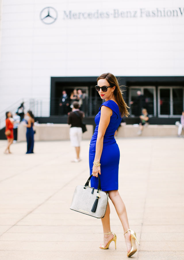 Sydne-Style-blue-dress-new-york-fashion-week-street-style-ted-baker-zipper-trend-red-lips-lincoln-center