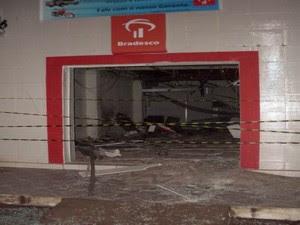 Quadrilha explode agência no interior do RN (Foto: Marcelino Neto / G1)