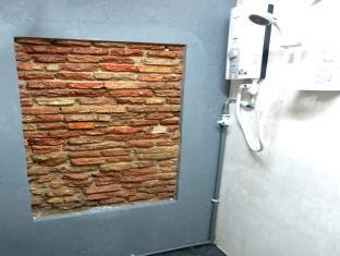 Galvanize Studio Stay Malacca / Melaka - Jebat Bathroom