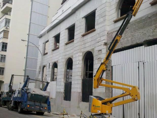 Obras na entrada do Hotel Glória (Foto: Lilian Quaino/G1)