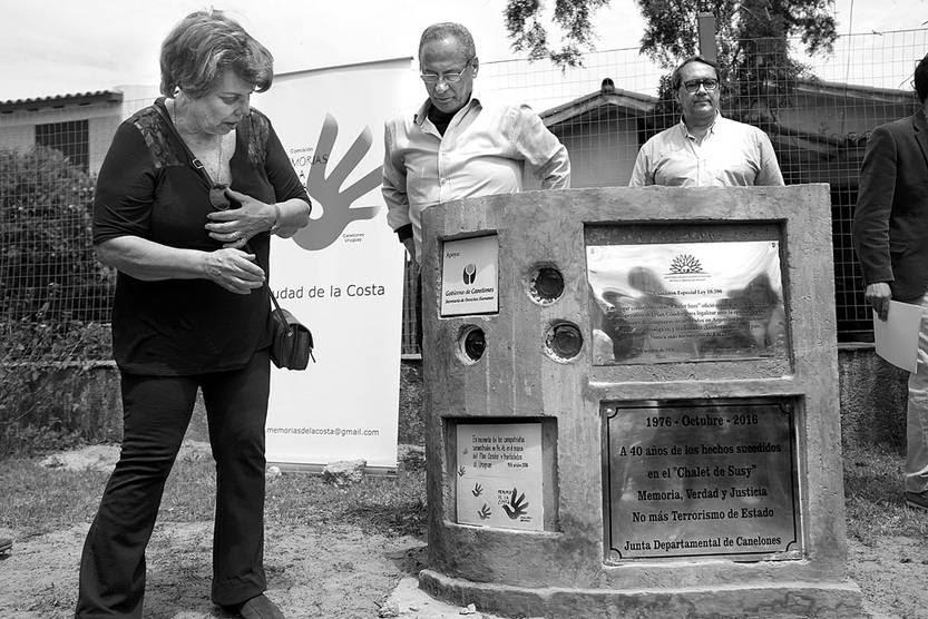 Colocación de placas recordatorias, ayer, en Shangrilá. Foto: Pablo Vignali