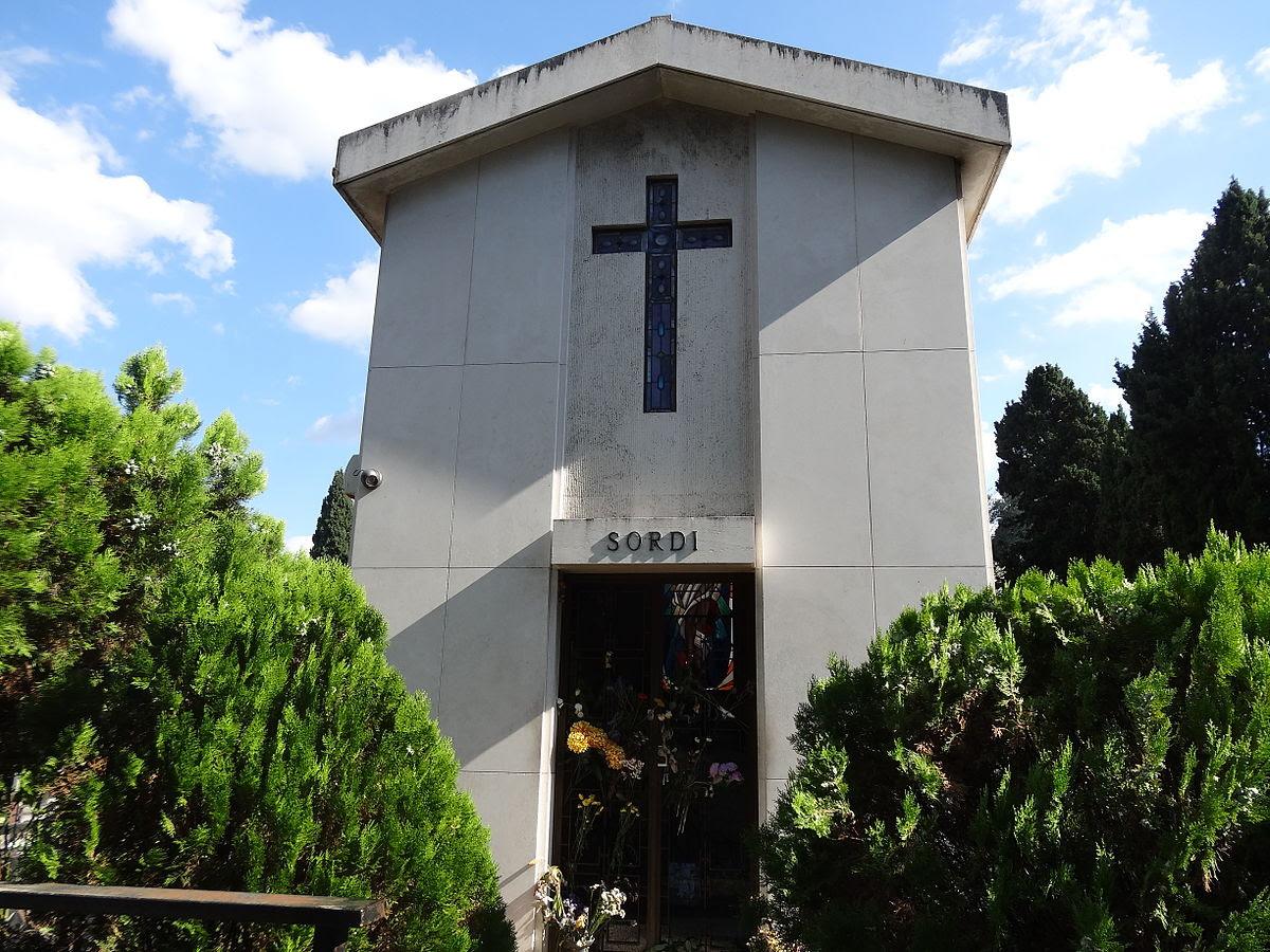 File:Alberto Sordi 's Tomb.JPG