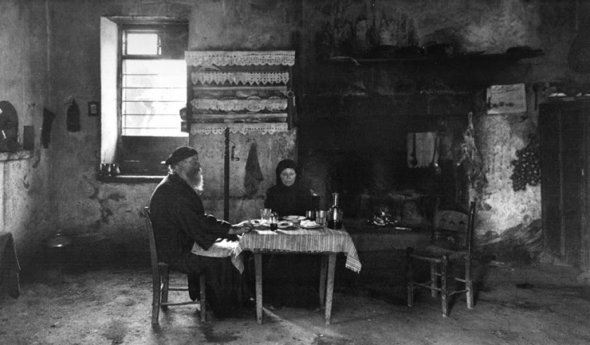 Κρήτη, εσωτερικό σπιτιού στο χωριό Λάκκοι, 1911