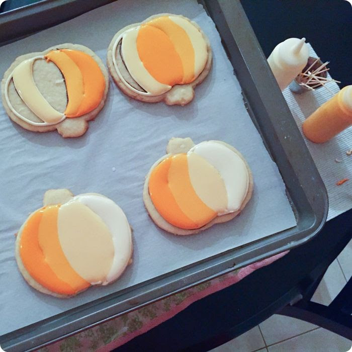 making ombre pumpkin cookies from @bakeat350