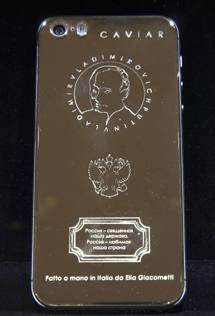 Russia, arriva il «Putinphone»: cellulare d'oro con il volto del leader