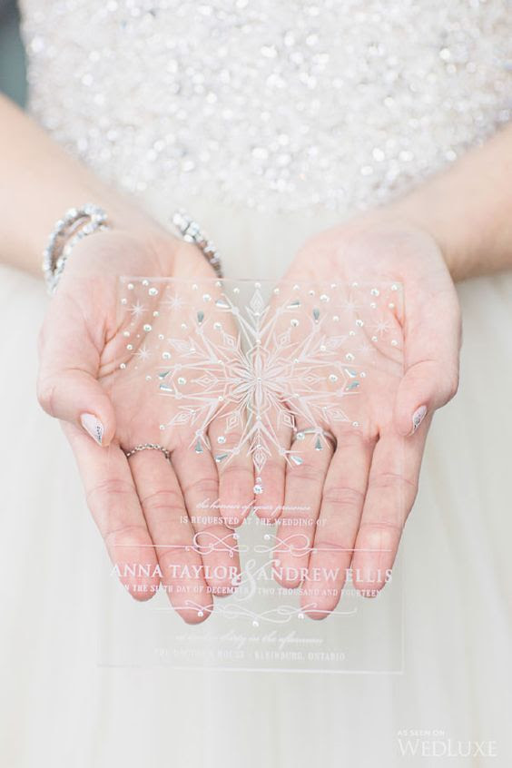 chic sheer acryl wedidng einladen, mit Strass, Perlen und einer großen Schneeflocke