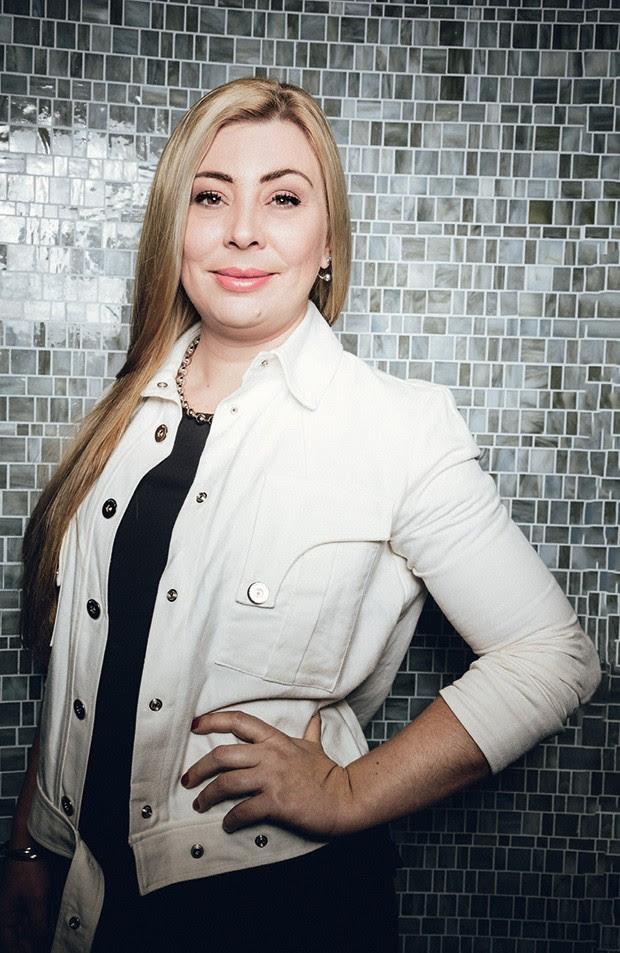 """""""Por que não ajudar quem me dá alegria? Não dependo de ninguém, somente quero uma boa companhia"""" — Hana Mancini, 41, empresária (Foto: Alex Batista)"""