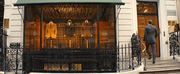 A sede londrina da Kingsman é uma alfaiataria elegante.