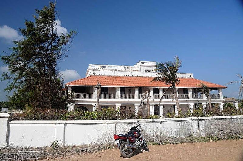 File:Bungalow on the Beach, Neemrana Hotels, in Tranquebar, Tamil Nadu.jpg