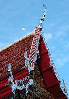 Roof and Moon, Kata Temple