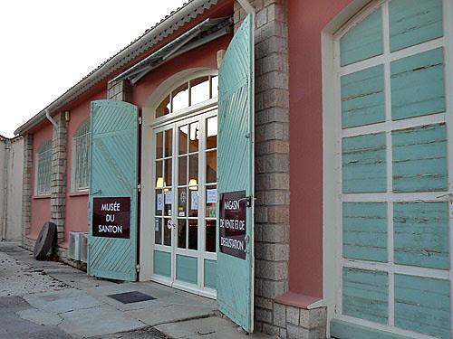 musée du santon aumérade.jpg