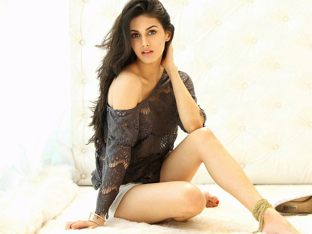 Hot & Bold Pictures of Amyra Dastur, Actress Hd Photo Gallery