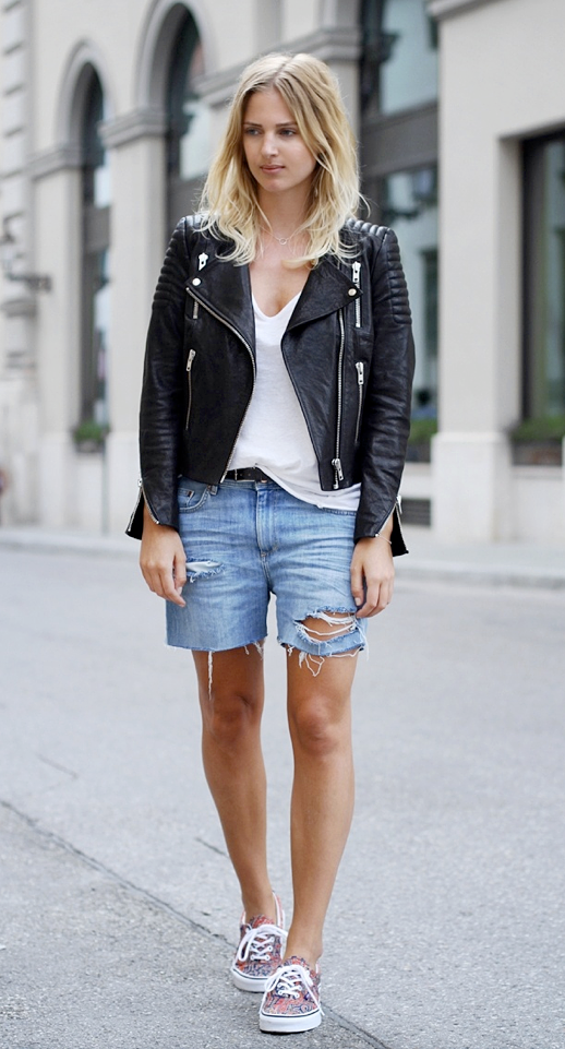 LE FASHION BLOG STREET STYLE TWO WAYS LEATHER MOTO JACKET DISTRESSED DENIM SHORTS JEAN CUT OFF SHORTS VANS LIBERTY PRINT PAISLEY SNEAKERS FLAT LACE UP SNEAKERS WHITE TANK TOP TEE MIJA CREATORS OF DESIRE BLOGGER STYLE LAID BACK CASUAL TRANSITIONAL SUMMER TO FALL LOOK GET THE LOOK EFFORTLESS BLONDE WAVES WAVY HAIR 2 photo LEFASHIONBLOGSTREETSTYLETWOWAYSMOTOJACKETDISTRESSEDDENIMSHORTSSNEAKERSMIJA2.png