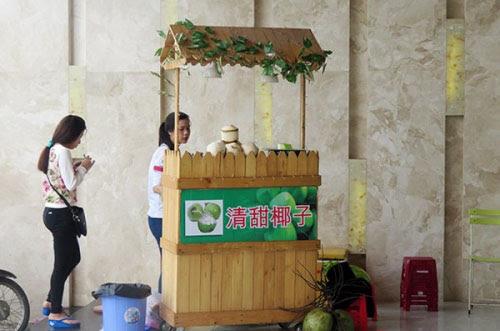 Hình ảnh Showroom cấm cửa khách Việt có phạm luật? số 3