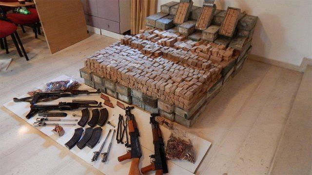 Θεσπρωτία: Κύκλωμα εμπορίας καλάσνικοφ: Πώς έφερναν τα όπλα από την Αλβανία-Τι έδειξαν οι έρευνες στο σπίτι εμπλεκόμενου στην Θεσπρωτία