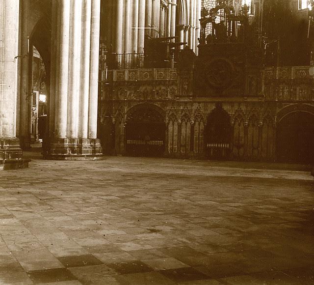 Interior de la Catedral de Toledo en 1913. Fotografía de Luis Calandre Ibáñez