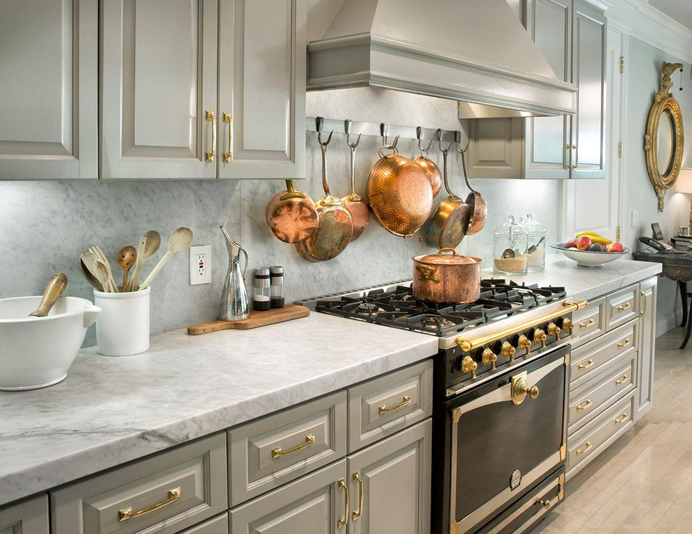 traditional kitchen with grey cabinets i_g ISxj1y5j70w33d0000000000 PoQ2A