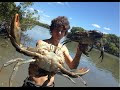 Aussie Teens Go Crabbing By Hand And Have Seafood BBQ - Video