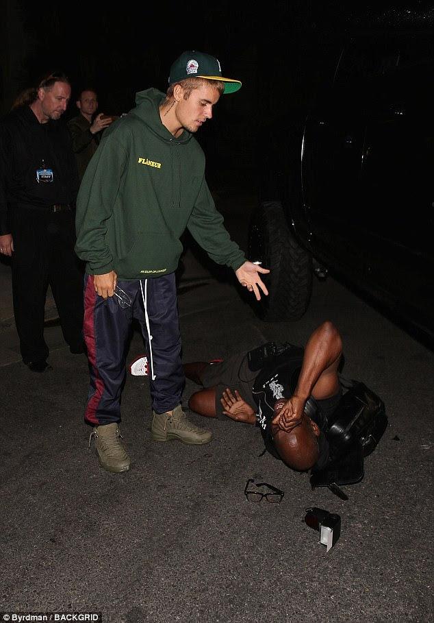 Desculpe: policiais e paramédicos chegaram a Hillsong Church em Los Angeles depois que Justin Bieber teria acertado um fotógrafo com seu caminhão