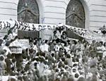 Imagem no acervo do Arquivo Nacional mostra atividade em prol da Lei da Anistia no Rio que contou com a participação de artistas; no destaque, Carlos Vereza Leia mais
