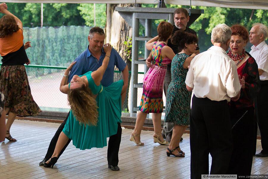 Танцплощадка в Екатернинском парке
