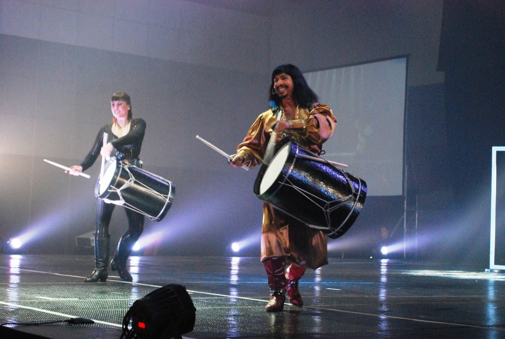 Hayley Kent and Master Gaucho Hilario Cabral beating bombo drums