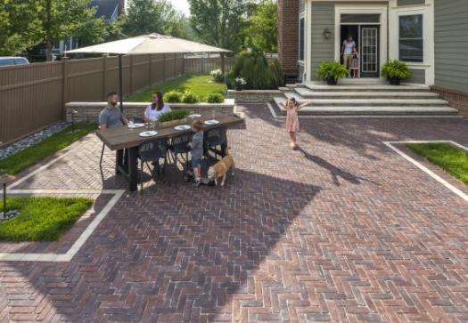 5 Beautiful Ways To Edge Your Hinsdale Il Brick Paver Patio Goldleaf Landscape Management