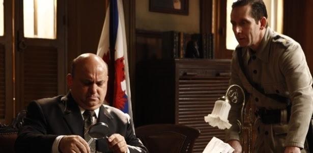 """Em """"Joia Rara"""", delegado vê nome de Catarina em papel queimado por Manfred"""