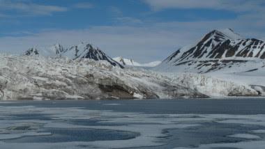 <p>Glaciar de <em>tidewater </em>en la Bahía de Nordfjorden, isla de Spitsbergen, archipiélago de Svalbard. / Raúl Martín Moreno</p>