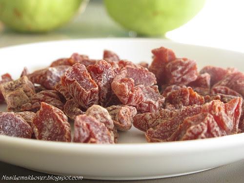 Guava and prune tidbit salad